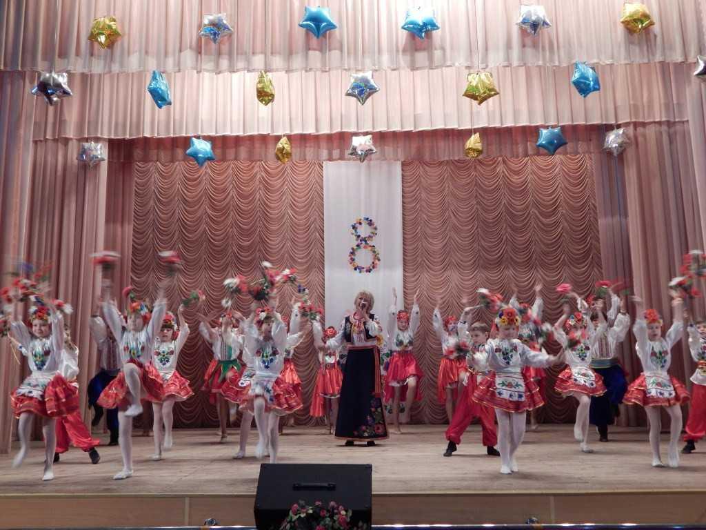 DSCN1168 - Творчі колективи Новоекономічного ЦКіД привітали жінок.