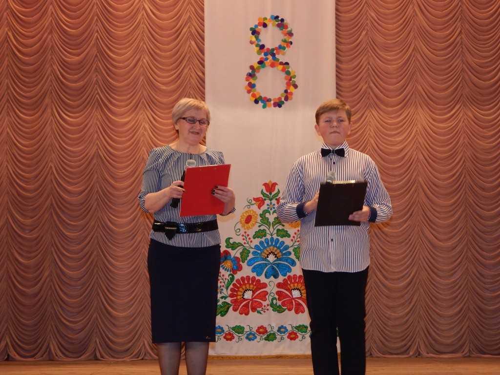 DSCN1170 - Творчі колективи Новоекономічного ЦКіД привітали жінок.
